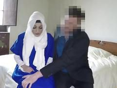 Boss mans cock got suck by lonely Arab gal